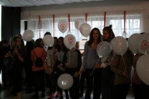 Фото зрителей с воздушными шариками Патриот