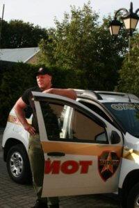 Фото сотрудника охраны во время патрулирования